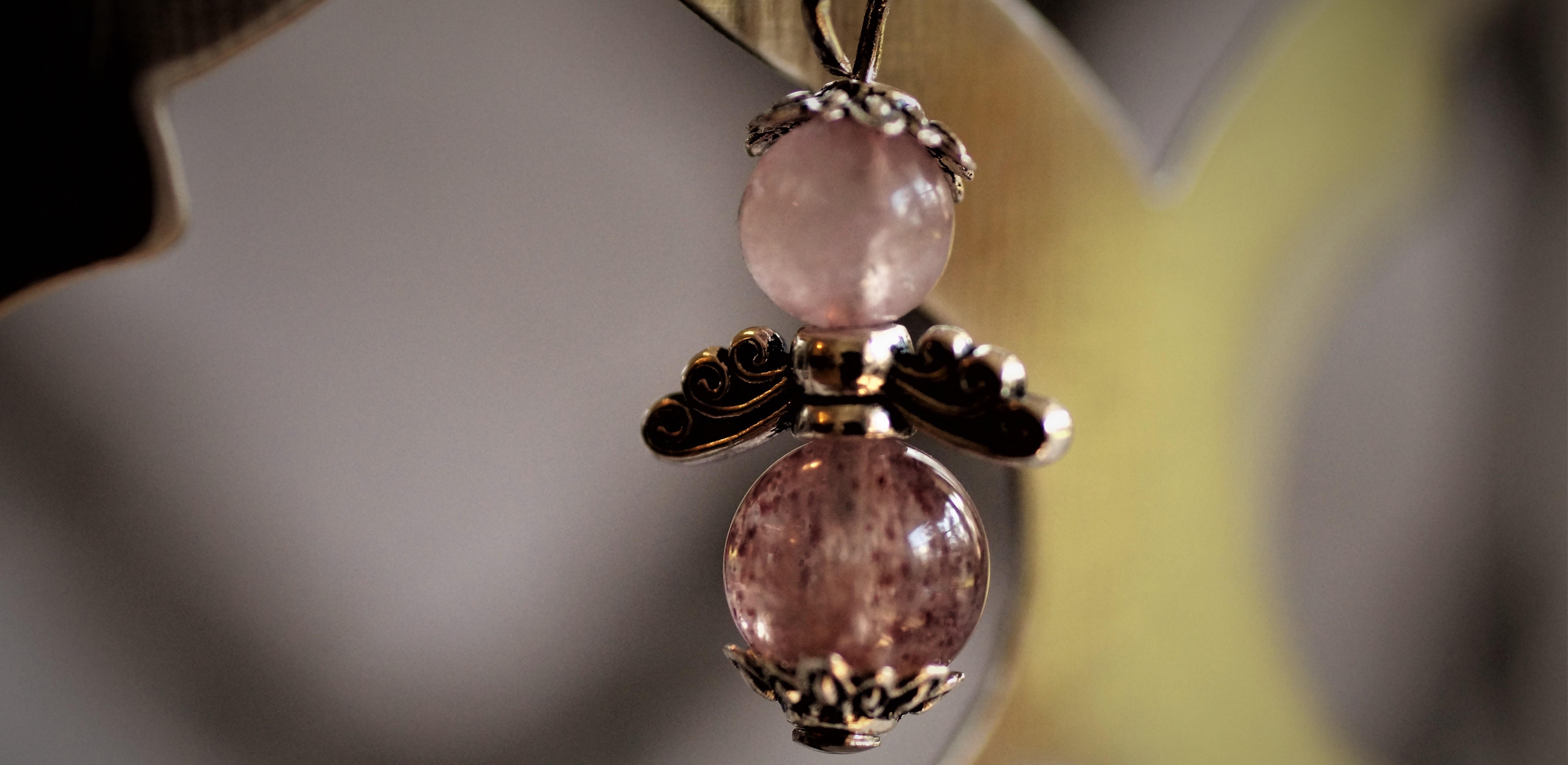 Engelchen aus Edelstein-Perlen