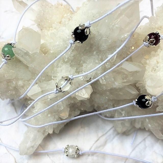 Drei Edelstein Wunschbändchen zu einem Preis in weiß - 17 unterschiedliche Edelsteine & Lebensthemen zur Auswahl